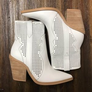 Steve Madden Violet White Leather Ankle Booties